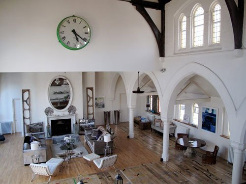 A three nave church in London converted into a residence2