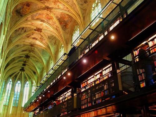 Boekhandel Selexyz Dominicanen, ubicada en Maastricht, Holanda5