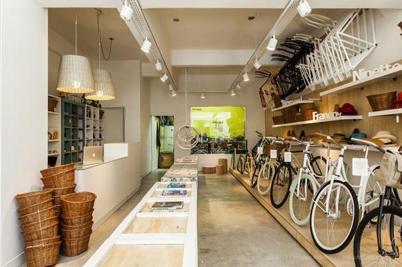 monochrome-bikes